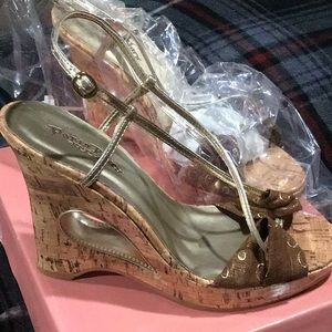 Shoes - NEW IN BOX GORGEOUS SANDALS